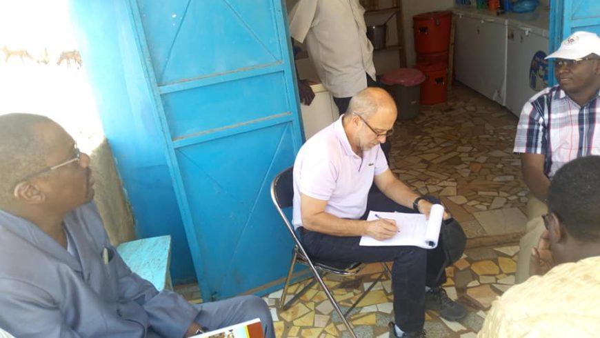 Visite du Consultant au centre de collecte de lait de Doutchi